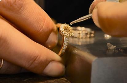 Forlovelsesringe: guld, hvidguld, sølv eller noget helt andet?
