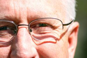 Denne øjenlæge giver dig dit gode syn tilbage