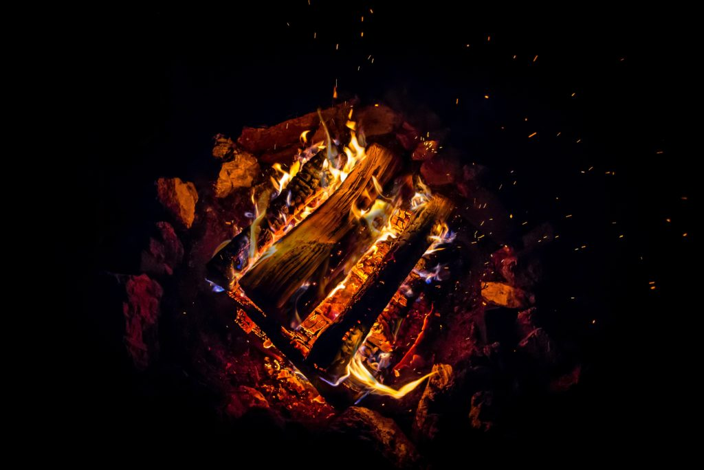 Skån miljøet ved at bruge de rigtige træbriketter til din brændeovn